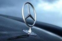 Девушка на Mercedes-Benz погибла, влетев в кузов грузовика
