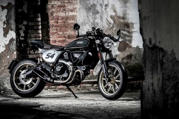 В салонах Ducati появились новинки Scrambler Cafe Racer и Desert Sled