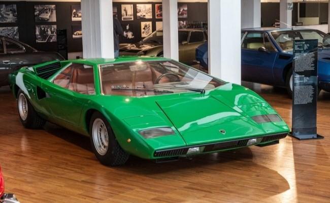 Первый серийный Lamborghini Countach LP400 в заводском музее