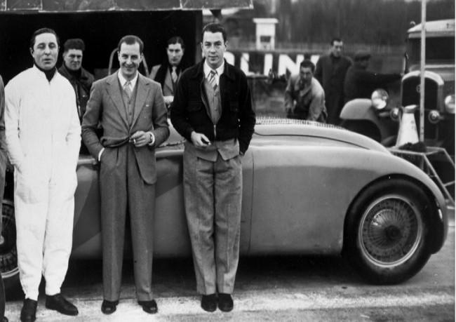 Пьер Вейрон, Жан Бугатти и Жан-Пьер Вимилль возле Bugatti Type 57G Tank, 1937 год
