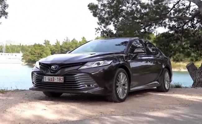 Toyota Camry Hybrid: меньше расход и больше динамики. Toyota Camry Hybrid
