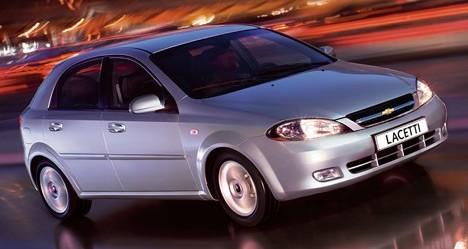 Chevrolet Lacetti скузовом хэтчбэк обладает нестандартной для корейских автомобилей внешностью.