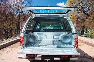 Заказная металлическая крыша для открытого кузова в несколько раз повышает практичность пикапа