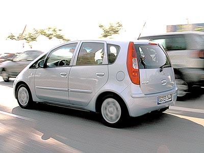 """По """"телосложению"""" автомобиль представляет собой нечто среднее между хэтчбеком и минивэном"""