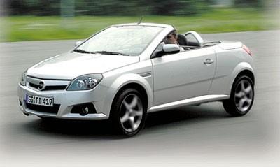 """На ходу """"Тигра"""" представляет собой нечто среднее между спортивной моделью и комфортабельным легковым автомобилем"""
