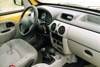 Внутри по удобству и комфорту автомобиль ничем не отличается от легковых моделей