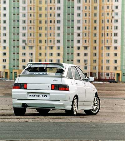 """Задний спойлер повышает устойчивость на высоких скоростях - спортивная """"Лада"""" намного быстроходнее серийного ВАЗ-112."""