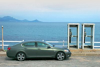 """На высоких скоростях """"GS"""" исключительно безшумен. Пожалуй, по звукоизоляции новому """"Lexus"""" нет равных в бизнес-классе."""