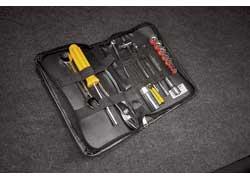 В комплектации предусмотрен и небольшой набор инструментов, так, на всякий случай...