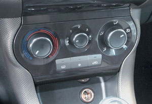 "На недорогих версиях ""Fiat Bravo"" микроклиматом управляют три вращающиеся рукоятки."