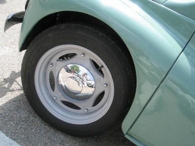 До 1957 года автомобиль комплектовалсяразборнымиколёснымидисками