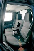 На заднем сиденьи поместятсятрое – если убрать подлокотники наплевать на комфорт