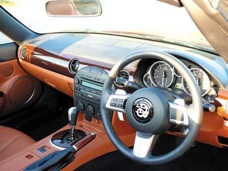 Mitsuoka переделала Mazda MX-5 до неузнаваемости