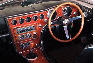 Toyota 2000GT. Панели из красного дерева — дело рук мастеров компании Nippon Gakki, производящей музыкальные инструменты (ныне эта компания носит имя Yamaha Corporation).