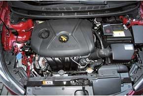 В Корее мы пробовали 1,6-литровый мотор. Более мощная (+ 20 л. с.) 1,8-литровая версия оказалась очень похожей «на вкус».