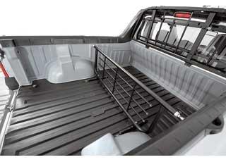 Кузов пикапа можно разделить снимающейся перегородкой (2874 грн.), доступной и для наших покупателей. Набор пластиковых вставок, устанавливаемых по периметру кузова,  4656 грн.