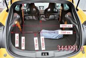 Багажник Megane RS ничем не отличается от грузового отсека обычной трехдверной версии: объем в 344 литра и складывающиеся в пропорции 40:60 спинки галерки.