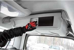 В этом автомобиле задействовано даже пространство, не используемое ни в одной машине,  место под потолком в районе багажника. В Partner Tepee тут размещен бокс, в который есть доступ как снаружи, так и из салона.