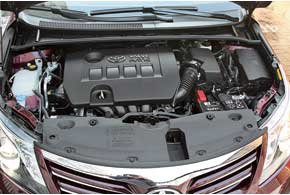 В сравнении с 1,8-литровым двигателем мотор объемом 2,0 л мощнее всего на 5 л. с., а его крутящий момент на 16 Нм выше. С ним расход топлива в городе лишь на 0,5 л больше, но разгон до «сотни» на 0,4 секунды быстрее, а максимальная скорость на 5 км/ч выше.