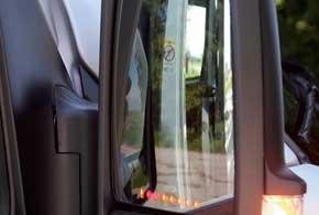 В зеркала заднего вида интегрированы индикаторы парковочного датчика (опция).