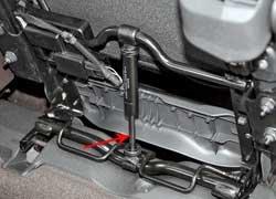 Сложенные кресла второго ряда не нужно дополнительно закреплять. Их удерживают газовые амортизаторы.