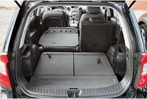 При сложенных сиденьях второго и третьего рядов объем перевозимого груза может составить целых 1650 литров.