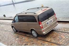 Богато упакованные Viano могут иметь частично застекленную крышу с раздвижными двустворчатыми люками.