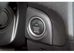 Система бесключевого доступа и запуска мотора для новой «тройки» также стала доступной.