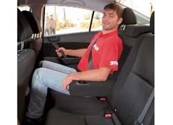 Колесная база Mazda3 не изменилась (2640 мм), поэтому задним пассажирам не стало вольготнее.
