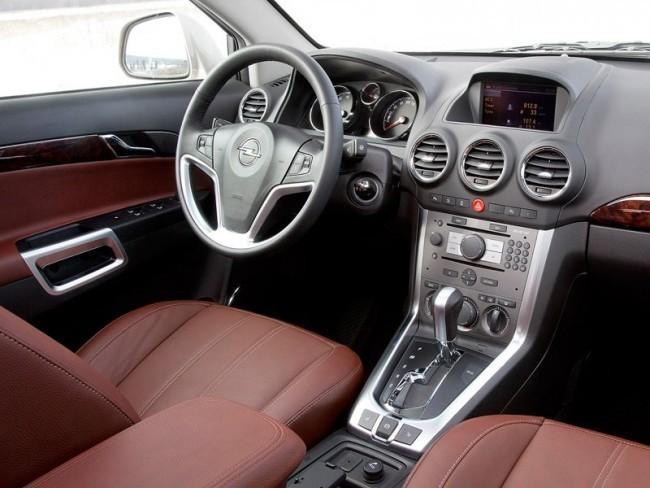 В интерьере Opel Antara после