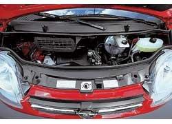 Турбодизели экономичны, но требовательны к качеству солярки. Мотор глубоко под капотом  подобраться трудно.