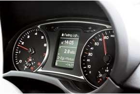 В версии с 1,4 литровым мотором TFSI мощностью 140 л. с. на центральный дисплей выводится информация о режиме работы двигателя.