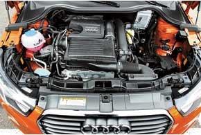 Когда двигателю 1,4 TFSI (140 л. с.) достаточно мощности только двух цилиндров, клапаны второго и третьего остаются в закрытом положении, а информация об этом выводится на дисплей. Такой мотор гарантированно экономит до 0,4 литра на каждые 100 км пробега. Максимальная экономия может доходить до 1,0 литра.