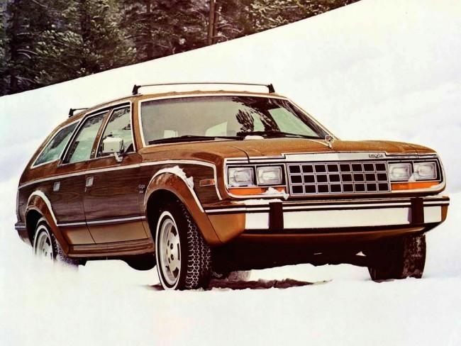 АМС Eagle образца середины восьмидесятых. Понадобилось два с половиной десятка лет, чтобы производители вернулись к концепции универсалов с «кросс-пакетами». К слову, именно Eagle впервые стали называть кроссовером после того, как компания Chrysler выкупила American Motors Corporation (AMC).