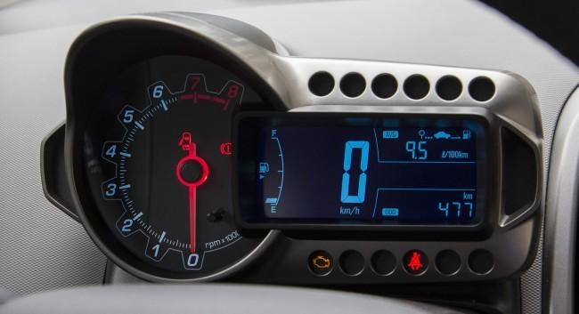 Для нового Aveo сделали оригинальную панель приборов в мотоциклетном стиле