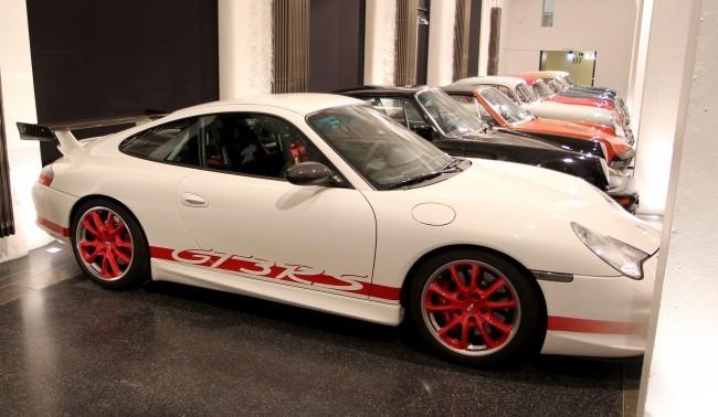 Porsche 911 Carrera GT3 RS (2004 год) - лимитированная версия, выпущенная в память о гоночной славе версий RS