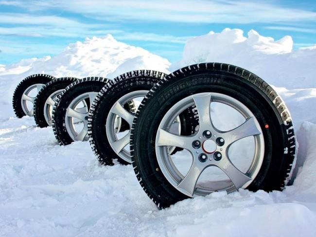 1 ноября в России вступил в силу закон на запрет использования летних шин зимой