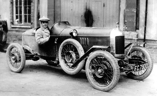 Сесил Кимбер за рулем первого творения Morris Garages - Old Number One, как называют его историки бренда