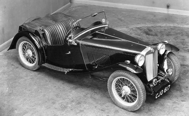 Оставив автоспорт, компания MG сосредоточилась на выпуске спортивных машин, но предназначенных для повседневной эксплуатации. На фото - MG TA / TB Midget
