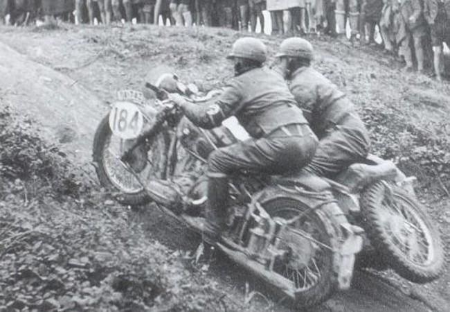 Мотогонка с участием мотоциклов BMW