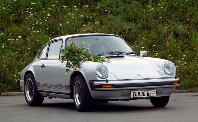 Первый Porsche 911 Turbo 3.0 Coupe предназначался Луизе Пих, сестре Ферри Порше, и был подарен ей в день ее рождения