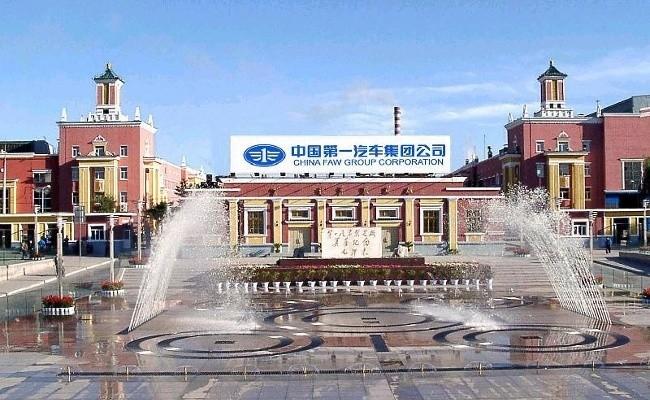 Центральная проходная завода FAW в Ченчуне - точная копия проходной московского ЗиСа