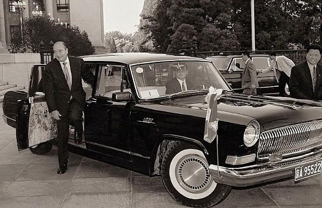Hongqi (Красное знамя) - первый китайский правительственный лимузин