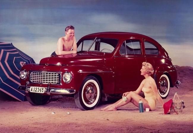 Впервые PV444 был показан на выставке в Стокгольме в сентябре 1944 года. Автомобиль вызвал настолько большой интерес у потенциальных покупателей, что многие были готовы платить вдвое больше, чтобы получить машину как можно быстрее. Однако поставки первых серийных PV444 начались лишь в 1947 году