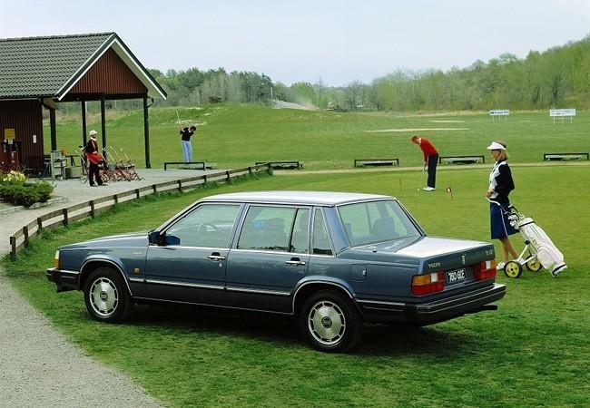 Volvo 760 GLE, дебютировавший в 1982 году. Автомобиль предлагался с двумя разными 6-цилиндровыми двигателями - бензиновым и турбодизельным. С двигателем TD24 Volvo 760 GLE мог разогнаться до 100 км/час всего за 13 секунд - на то время это был один из самых скоростных дизельных автомобилей в мире