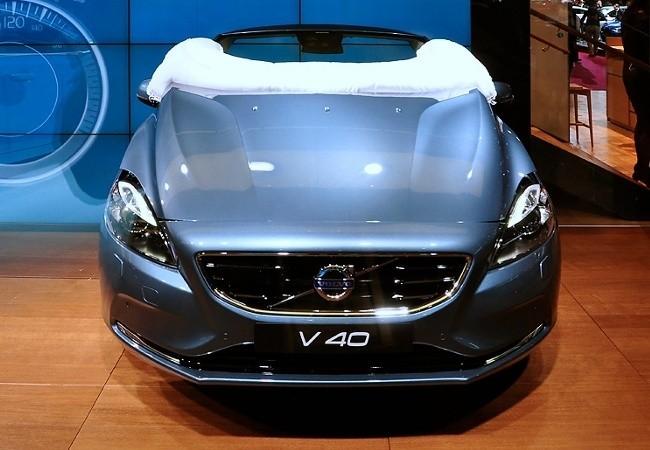 Подушки безопасности - конек Volvo. В частности, именно шведы первыми начали серийно оснащать автомобили подушкой безопасности для пешехода