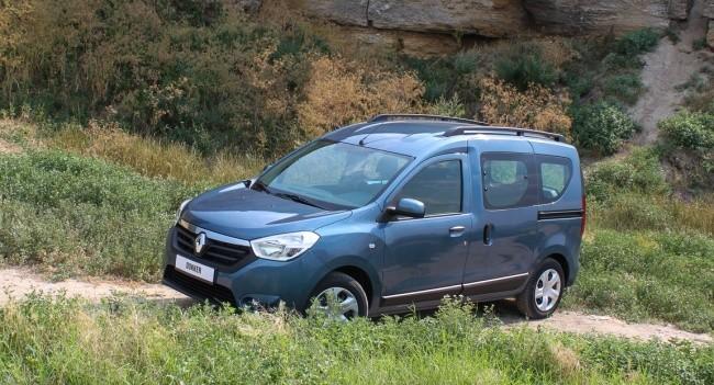 У Renault Dokker боковые сдвижные двери, а задние - распашные