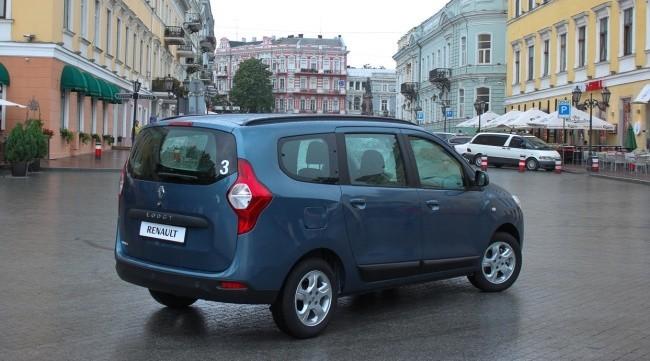 Renault Lodgy имеет классический кузов минивэна