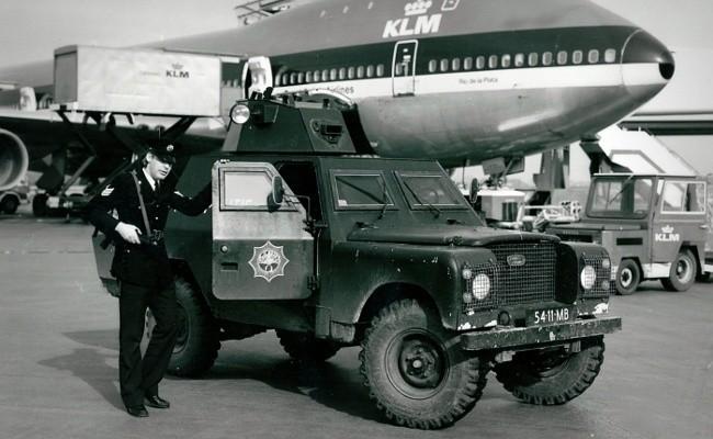 Первые Shorland были разработаны специально для Королевской полиции Ольстера на базе Land Rover Series II