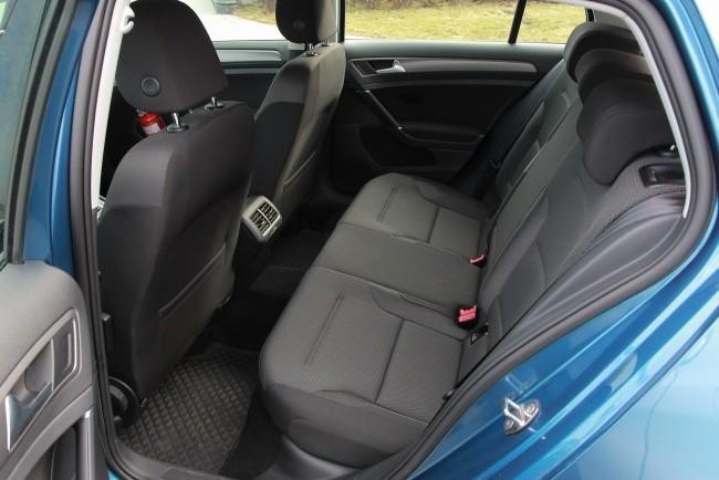 На заднем ряду Volkswagen Golf оказалось просторнее